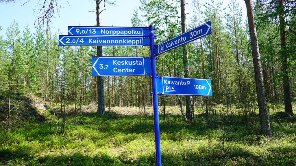 Norppapolun opaskyltit kertovat muun muassa reittien pituudet.