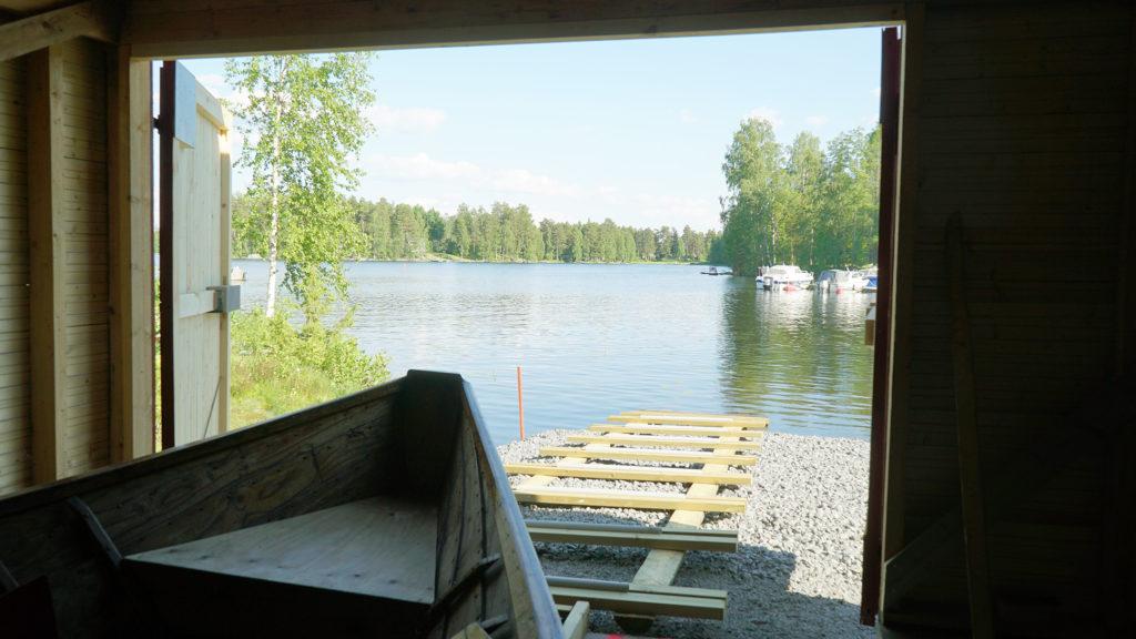 Puulan Kävijät rakensivat venevajan kirkkoveneelleen.