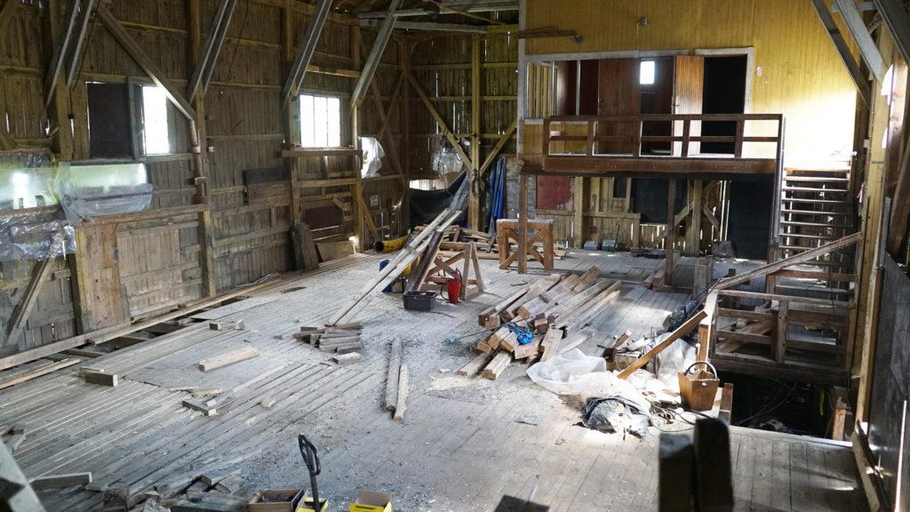 Teatteri Hevosenkenkä järjestää esityksiä Wanhan Sahan Kulttuuriklubilla, kunhan remontti on valmis.